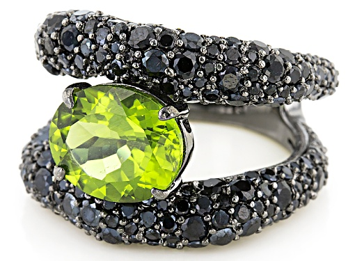 3.30ct Oval Manchurian Peridot™ And 4.37ctw Black Spinel Black Rhodium Over Silver Band Ring - Size 5