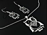 Whitby Jet 7 And 15mm Rd Cabochon , Ss Owl Earrings And Pendant With Chain Comes With W. Hamond Box