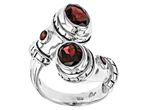 Pre-Owned Red Garnet Sterling Silver Ring.