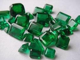 loose emerald gemstones