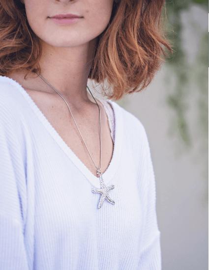 Woman wearing Paula Deen Jewelry starfish necklace