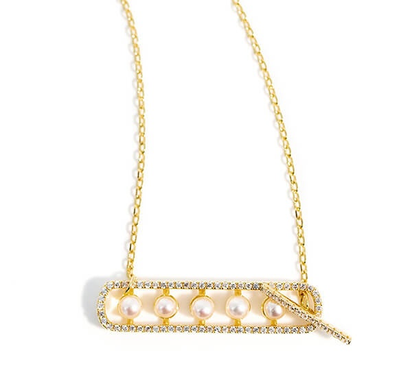 Pearl pendant with gold chain