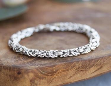 Pearl bracelet lifestyle