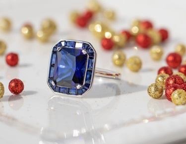 Color gemstones in silver jewelry